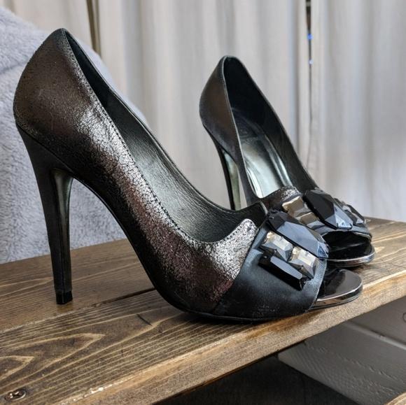 55dbb9d09262 Tory Burch Metallic crackle peep toe heels 👠👠. M 5a52e1478df4704bc8011734